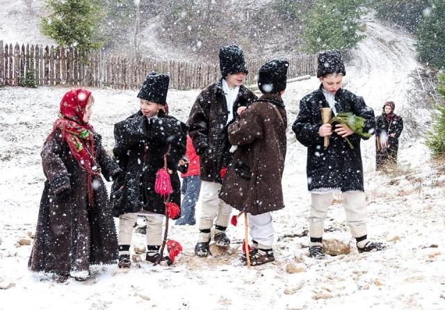 colindatori-carolers-romania-children-romanian-traditions