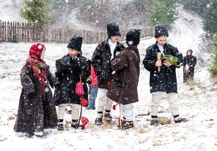 colindatori-carolers-romania-children-romanian-traditions